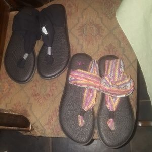 2 pair Sanuk sandals size 7